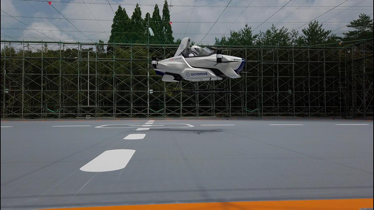 Japonya daki uçan araba projesinde yolculu deneme uçuşu #1