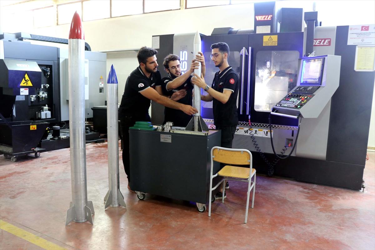 Genç yetenekler, tasarladıkları roketlerle TEKNOFEST te yarışacaklar #8
