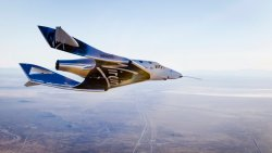 Virgin Galactic, insanları uzaya taşıyacak mekiği 2 pilotla test edecek