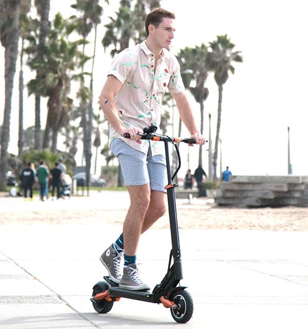 tam suspansiyon sistemine sahip elektrikli scooter video 3 1